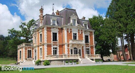Tripadvisor - Property building - תמונה של Chateau Sourliavoux, Belloy-en-France
