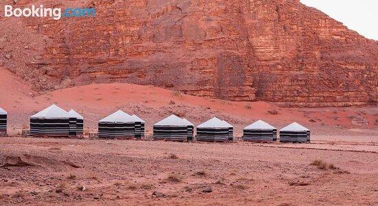 Hiking - Wadi Rum VillageKhaled Awwad Azwaedh - Camp Panorama Tours的圖片 - Tripadvisor