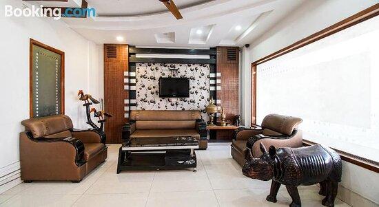 Снимки OYO Flagship 28562 Hotel Fortune Patlan Bazaar – Гувахати фотографии - Tripadvisor