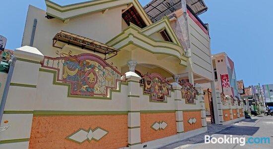 Pictures of SPOT ON 90546 Aura Syariah Homestay - Ponorogo Photos - Tripadvisor