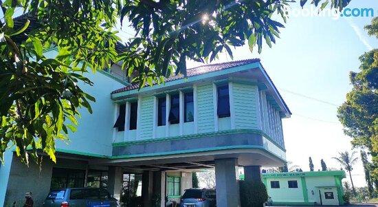 Billeder af Capital O 90530 Ayong M Linggarjati Hotel – Billeder af Cilimus - Tripadvisor