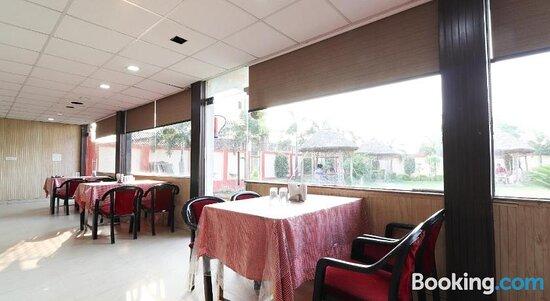 Pictures of OYO 49717 Hotel Ghar Residency - Mohanlalganj Photos - Tripadvisor