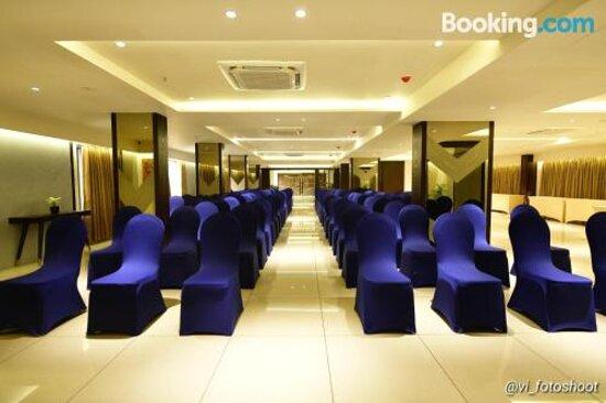 Hotel Cypress Resimleri - Nadiad Fotoğrafları - Tripadvisor