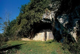 Cuevas Hornos De La Pena