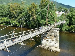 ‪Buchanan Swinging Bridge‬