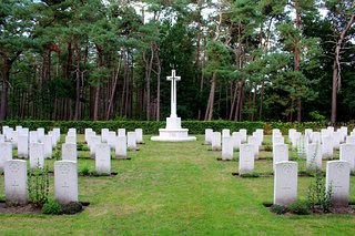 VALKENSWAARD WAR CEMETERY