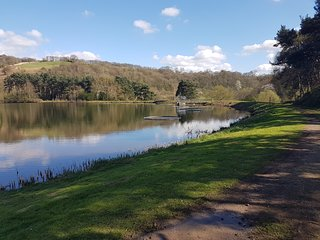‪Trimpley Reservoir.‬
