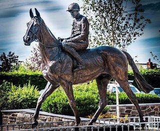 Arkle Memorial Statue