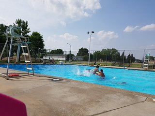 Redcliff Aquatic Center