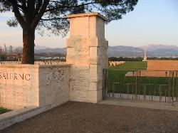 ‪Salerno War Cemetery‬