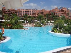 The sea water pool and the hotel