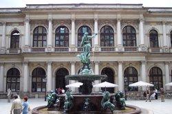 El patio del Ayuntamiento de Hamburgo (Rathaus) (16950836)