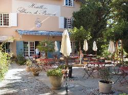 Logis Hostellerie le Blason de Provence