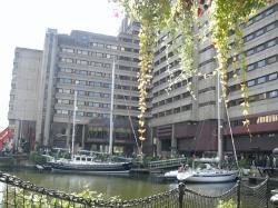 hintere Seite des Hotels mit St. Katherine´s Dock