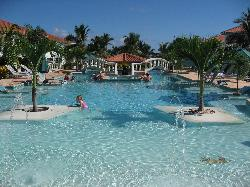 Belizean Shores - Pool with Bar in Middle