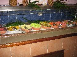 le buffet de fruits au déjeuner