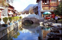 Lijiang bridge/square near the hostels (18135481)