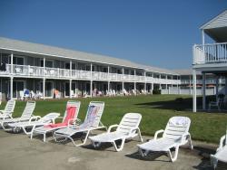 Three Seasons Motor Lodge