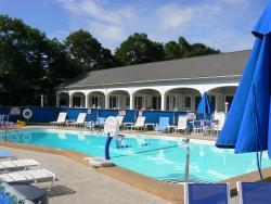Commodore Inn Resort