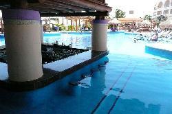 swim up bar