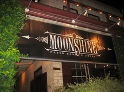 ‪Moonshine Patio Bar & Grill‬