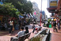 Lunchtime in Cuba Street. (18740275)