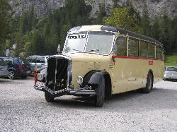 the historic bus bringing tourists from/to Pertisau