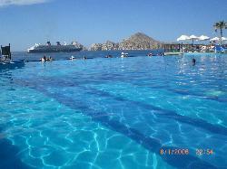 Vue de la piscine (sur la mer)