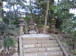 Burial Mound For The Head of Sanetomoko Minamotono