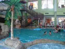 piscine interieur de l'hotel aqua fantasy