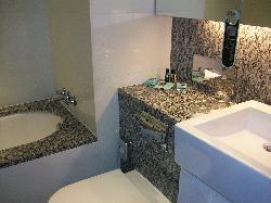 Foto del baño con ducha y bañera