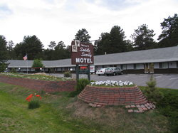 Saddle & Surrey Motel