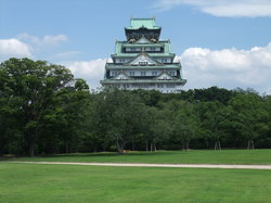 Osaka Castle seen from Ninomaru Garden (20030011)