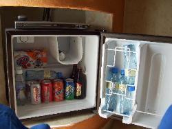 heladerita de la habitacion siempre llena con bebidas en el todo incluido, con excepcion del gan