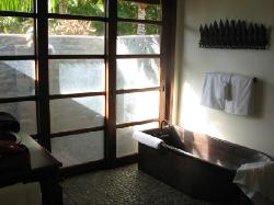 Bathroom in the Akala Manu room