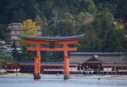 """Itsukushima, esta isla tambien es llamada Miyajima (la traduccion seria algo asi como """"Isla temp (20161554)"""