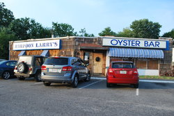 ‪Harpoon Larry's Oyster Bar‬