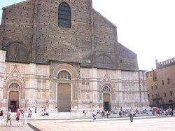サンペトローニオ聖堂