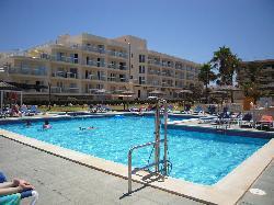 Zona piscina y apartamentos propiedad