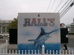 Hall's Restaurant & Lounge