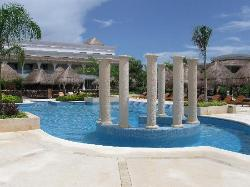 Pool area for Platinum room guests