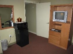 The Kennedy Suite's sitting area with TV, Fridge, and Microwave