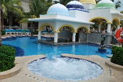 Swimming pool; bar and Jacuzzi!
