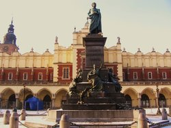 Adam Mickiewicz - statue du poete bien connu; lieu de rencontres! (22569146)