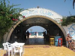 Arrivée a la plage au bar