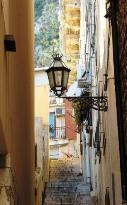 Sicilya'nin Ara Sokakları II Corso Umberto'ya acilan sokaklar Taormina (23982691)