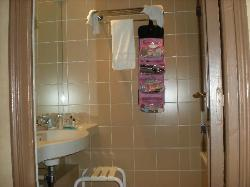 Bathroom (w/o toilet)