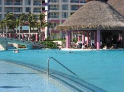 Swim-up Poolbar