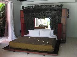 King bed in 3-bedroom villa