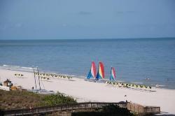 La playa detras del hotel. (24611347)